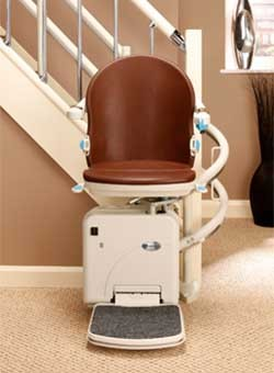 The custom curves of the H2000 stair lift can handle any curved staircase